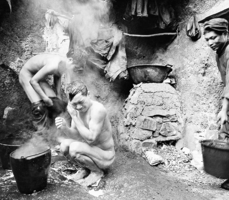 Yunsheng - Miners at Wumeng Mountain