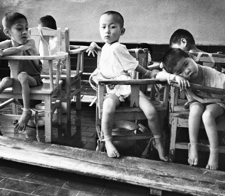 Li Nan - In an Orphanage Short of Staff