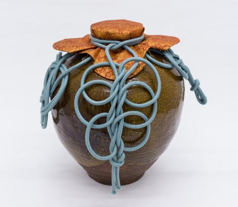 "Tea leaf storage jar called ""Chigusa"" dressed with silk cord and mouth cover"