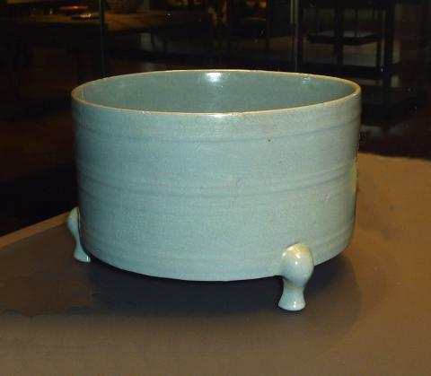 Three-legged Ru ware incense burner